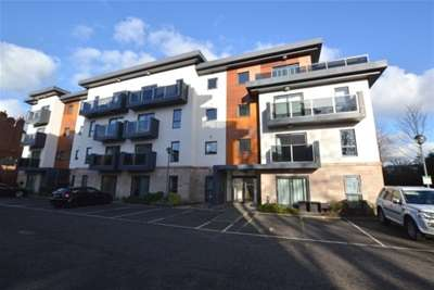 2 Bedrooms Flat for rent in Hall View, Chatsworth Road, Chesterfield, S40