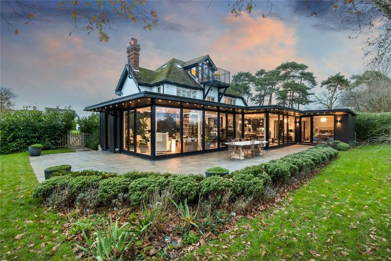 5 Bedrooms Detached House for sale in Barnfield Gardens, Ditchling, Hassocks, Sussex, BN6