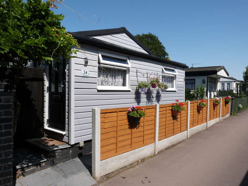 2 Bedrooms Mobile Home for sale in Lippitts Hill, Loughton