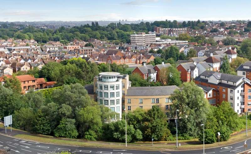 2 Bedrooms Flat for sale in Rotary Way, Colchester, Essex