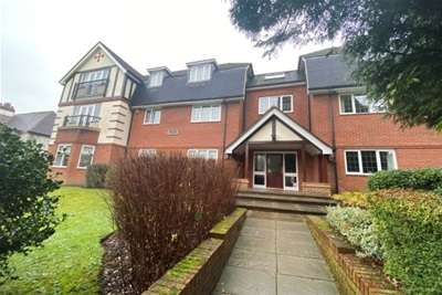 2 Bedrooms Flat for rent in Roman Place, Streetly. B74 3FJ