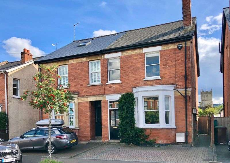 4 Bedrooms Property for sale in Lyefield Road East, Charlton Kings, Cheltenham, GL53