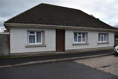 3 Bedrooms Bungalow for rent in Bronwydd Road, Carmarthen