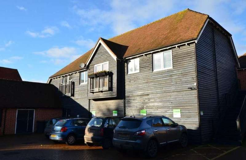 2 Bedrooms Maisonette Flat for sale in Hankins Court, Alresford, Winchester