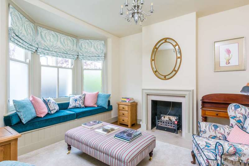 3 Bedrooms House for rent in Saville Road, Chiswick, W4