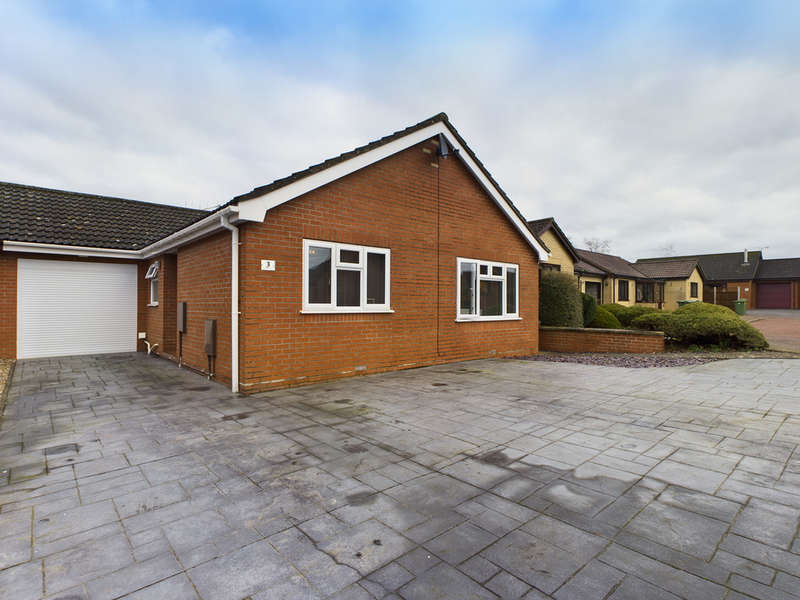 3 Bedrooms Detached Bungalow for sale in Oak Tree Way, Harleston