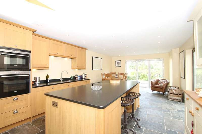 3 Bedrooms Semi Detached House for sale in Mount Pleasant, West Horsley, KT24