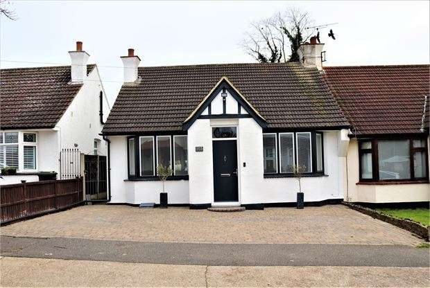 2 Bedrooms Semi Detached Bungalow for sale in Tankerville Drive, Leigh on sea, Leigh on sea, SS9 3DD