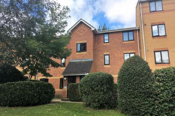 2 Bedrooms Flat for rent in ASCOT COURT, ALDERSHOT