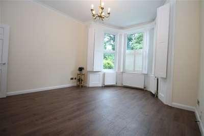 2 Bedrooms Flat for rent in Foxgrove Road, Beckenham, BR3