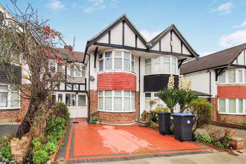 3 Bedrooms Property for sale in Pasteur Gardens, London, N18