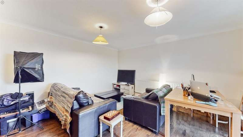 2 Bedrooms Flat for sale in Maytree Gardens , Ealing , London , W5 4QT