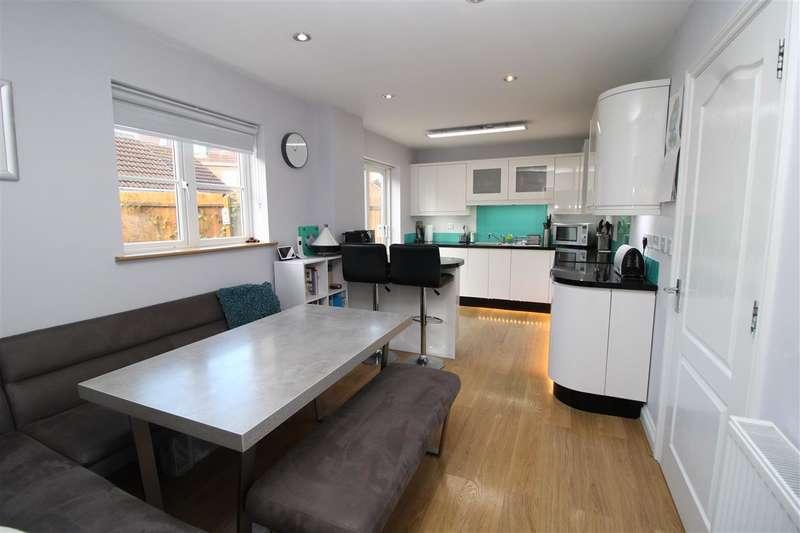 5 Bedrooms Detached House for sale in Elder Close, Witham St. Hughs, Lincoln