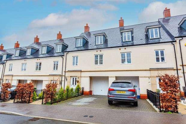 4 Bedrooms Terraced House for sale in Scarletts Road, Wellesley, Aldershot