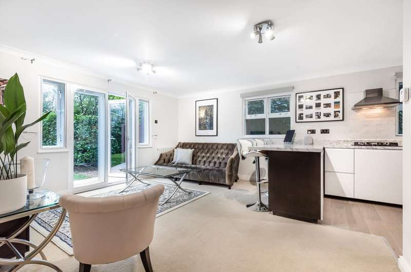 2 Bedrooms Ground Flat for sale in Clockhouse Place, Putney, SW15