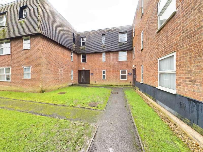 1 Bedroom Apartment Flat for sale in Bovingdon Court, Windsor Close, Bovingdon