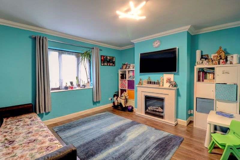2 Bedrooms Property for sale in Teviot Avenue, South Ockendon