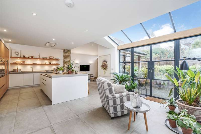 4 Bedrooms Detached House for sale in Lodge Close, Stoke D'abernon, Cobham, Surrey, KT11