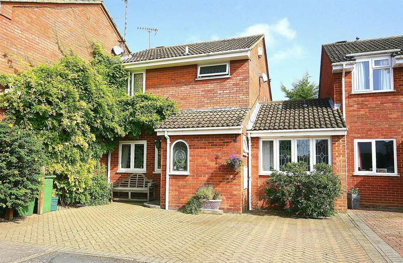 3 Bedrooms Link Detached House for sale in The Pastures, Edlesborough, Bucks.
