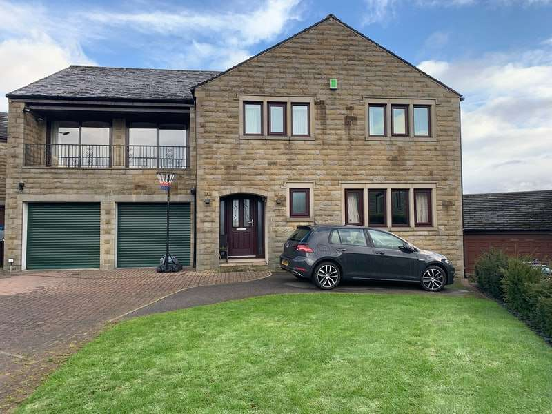 5 Bedrooms Detached House for sale in Highley Hall Croft, Brighouse, West Yorkshire, HD6
