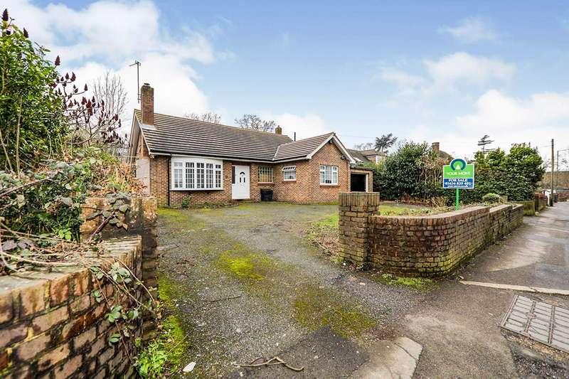 3 Bedrooms Detached Bungalow for sale in Walderslade Road, Chatham, Kent, ME4