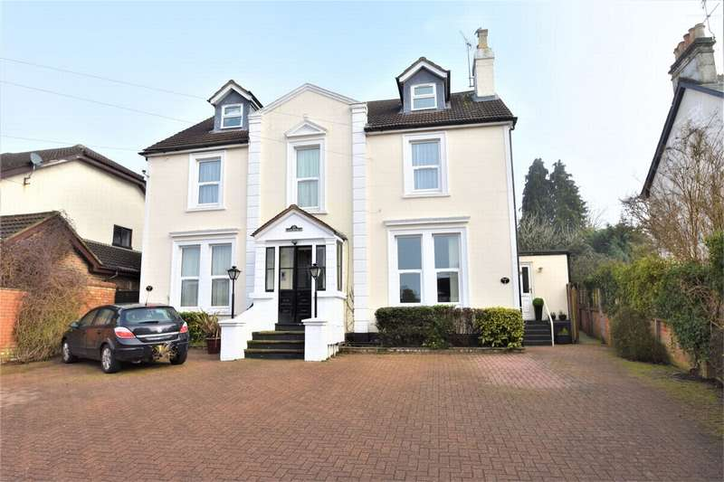 2 Bedrooms Maisonette Flat for sale in Lancefield, Woodlands Road, CAMBERLEY, Surrey
