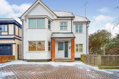 2 Bedrooms Flat for sale in Argyle Road, Finchley, London, Uk