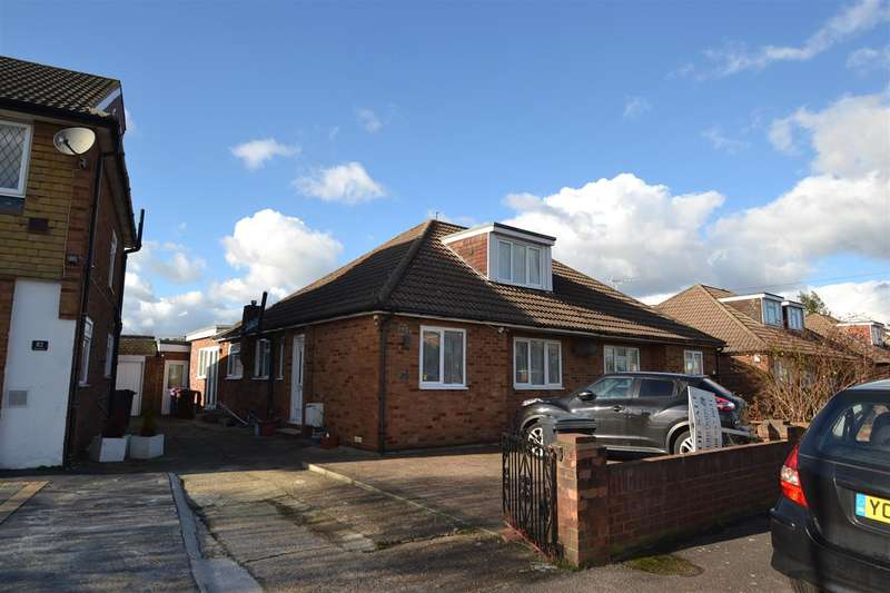 4 Bedrooms Bungalow for sale in The Gardens, Bedfont