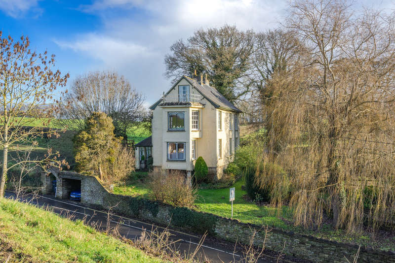 4 Bedrooms Detached House for sale in Whitchurch Hill , Malmesbury