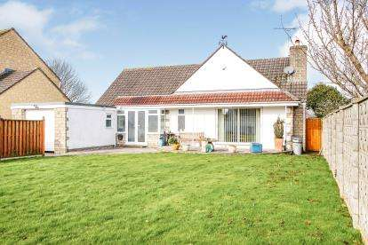 2 Bedrooms Bungalow for sale in Stone, Berkeley, Gloucestershire