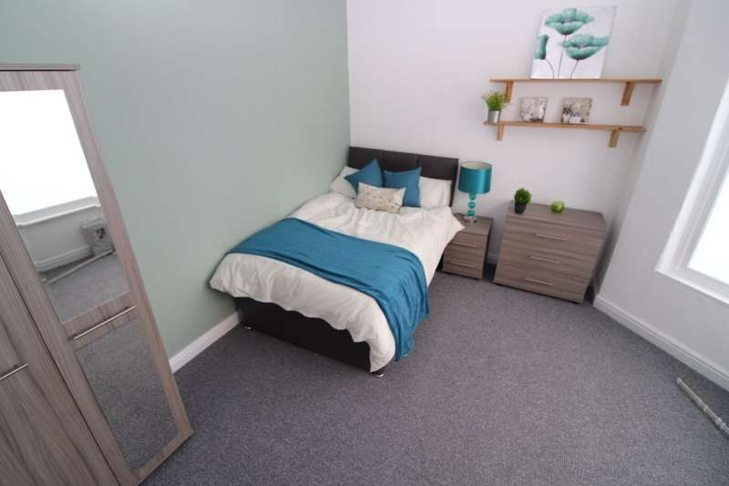 7 Bedrooms House Share for rent in S11 - Cowlishaw Road - 8am to 8pm Viewings