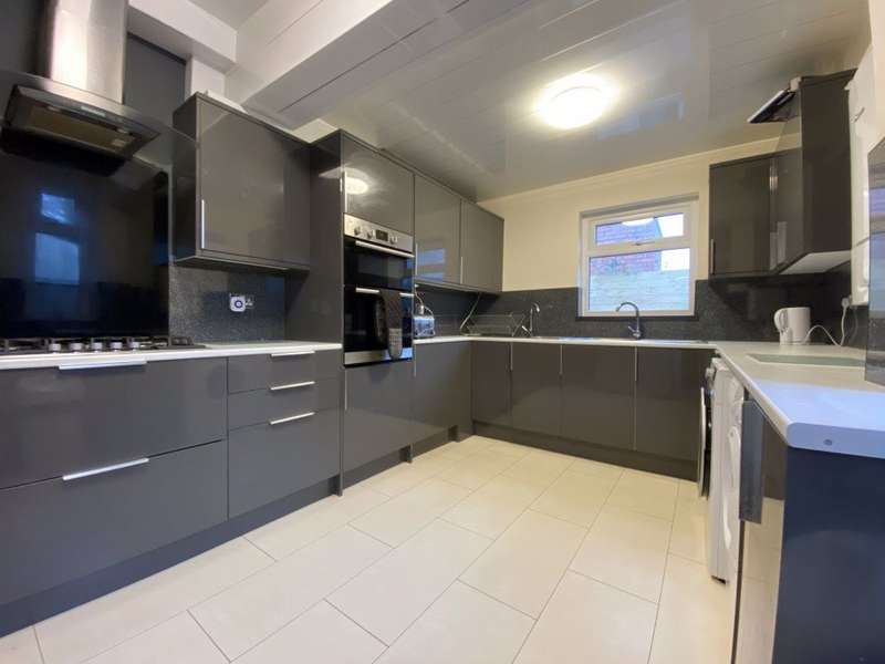 6 Bedrooms Terraced House for rent in Strathnairn Street, Roath, Cardiff