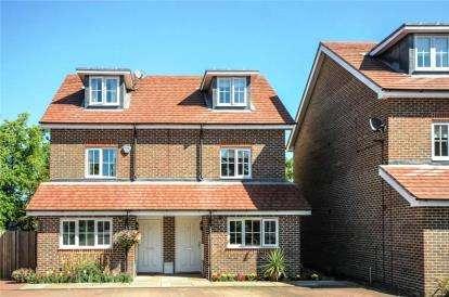 3 Bedrooms Semi Detached House for sale in Cheyne Park Drive, West Wickham
