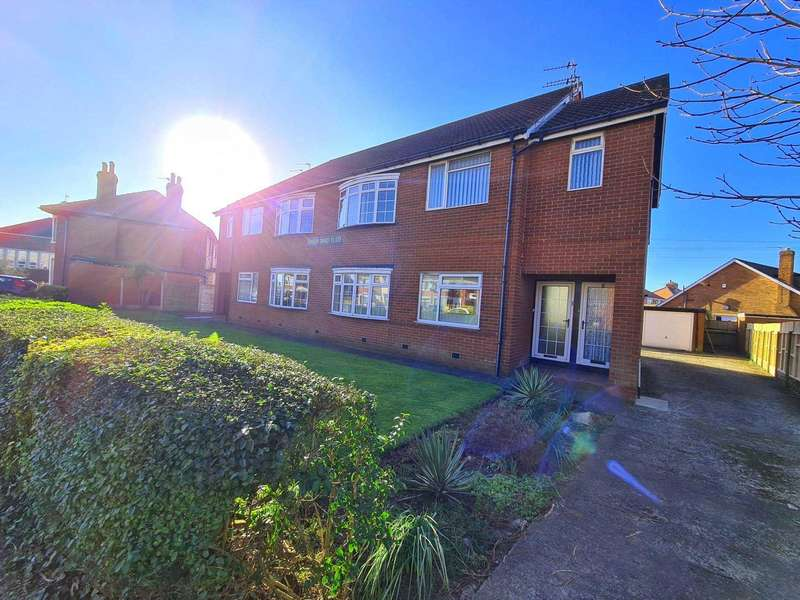3 Bedrooms Flat for sale in Santon Court Hawes Side Lane, Blackpool, FY4 5AH