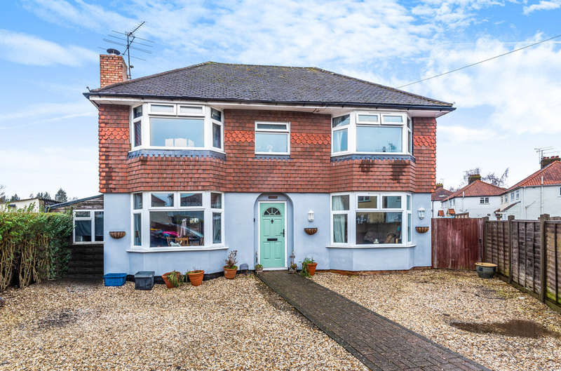 5 Bedrooms Detached House for sale in Chrismas Avenue, Aldershot