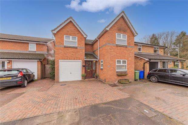 4 Bedrooms Detached House for sale in Oldwood Chase, Farnborough, Hampshire
