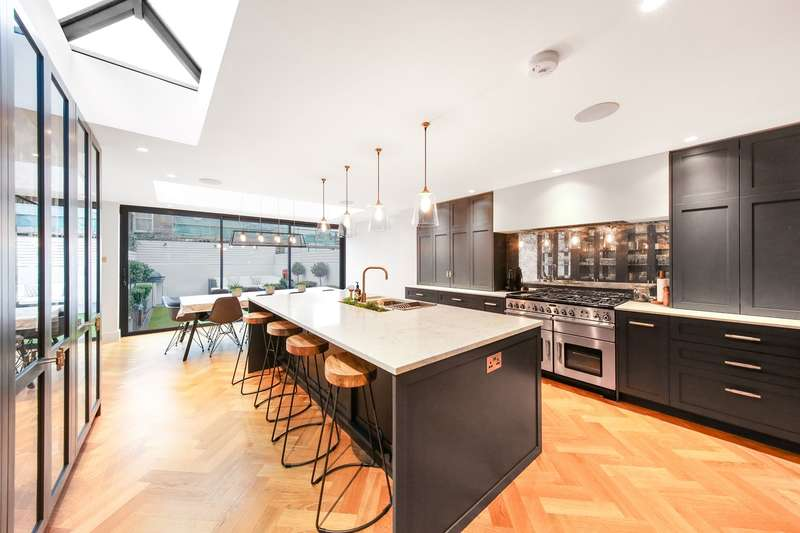 5 Bedrooms Terraced House for sale in Grandison Road, London, SW11