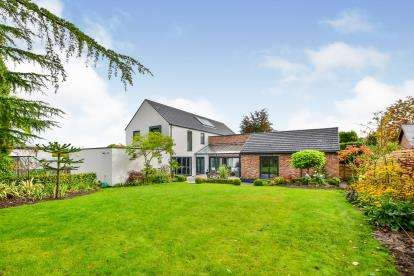 5 Bedrooms Detached House for sale in Willowmead Drive, Prestbury, Cheshire, Uk