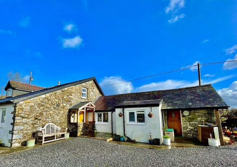 3 Bedrooms Detached House for sale in Capel Isaac, Llandeilo