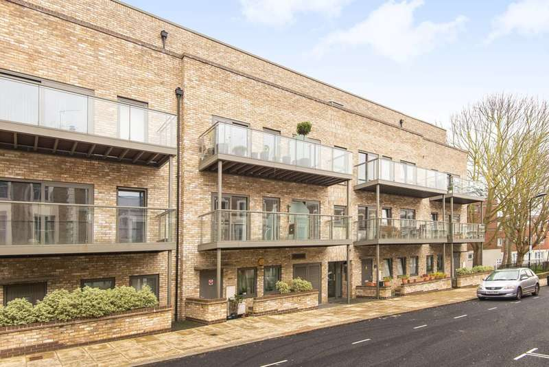 1 Bedroom Flat for sale in Allcroft Road, Kentish Town, NW5