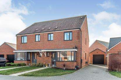 3 Bedrooms Semi Detached House for sale in Arthur Black Way, Wootton, Bedford, Bedfordshire