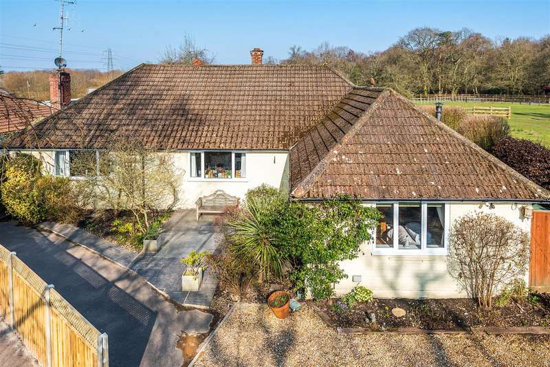 4 Bedrooms Chalet House for sale in Nine Mile Ride, Finchampstead, Berkshire, RG40 4QB