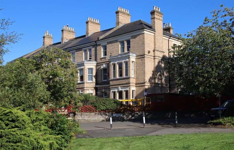 6 Bedrooms Semi Detached House for sale in Rock Park Barnstaple