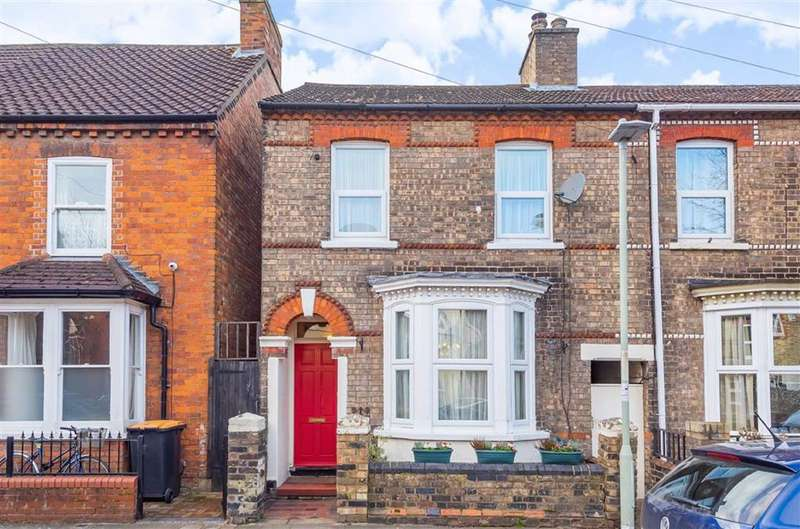 2 Bedrooms Terraced House for sale in Howbury Street, Bedford