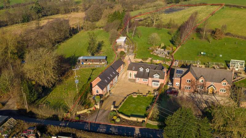 3 Bedrooms House for sale in Mill Lane, Brailsford, Ashbourne, Derbyshire + 1 Bed annexe, Stables/Menage/Log Cabin in over 2 acres