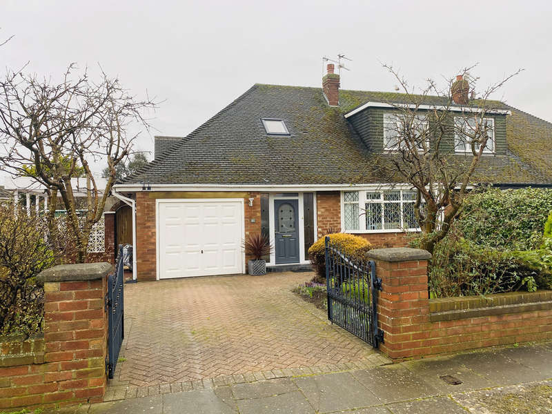 4 Bedrooms Semi Detached Bungalow for sale in Scarborough Road, Lytham St. Annes