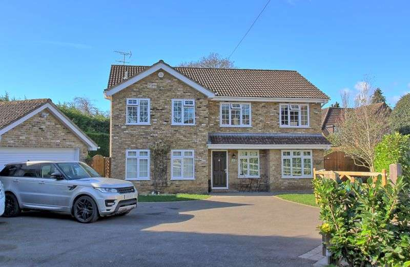 5 Bedrooms Property for sale in Hollytree Close, Chalfont St Peter