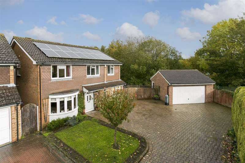5 Bedrooms Detached House for sale in Ragstone Court, Ditton, Aylesford