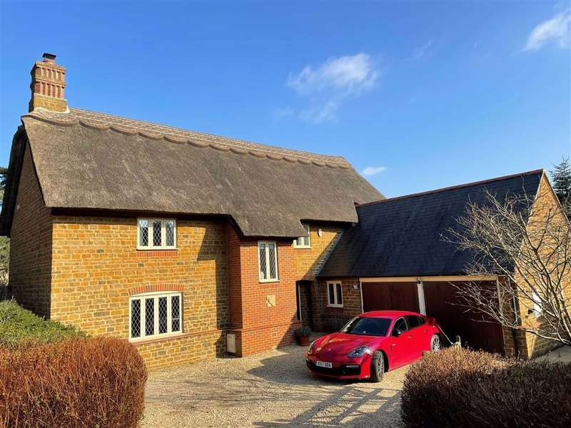 4 Bedrooms Detached House for sale in Michaelmas Close, Banbury, Oxon, OX17