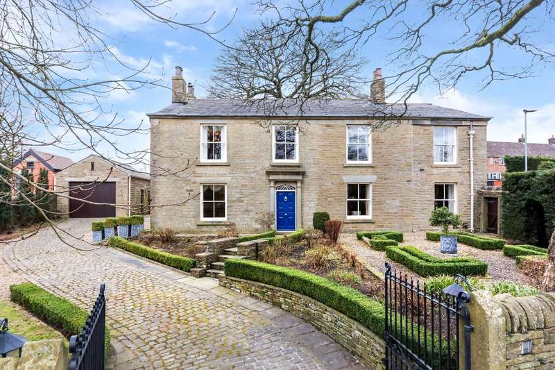 5 Bedrooms Detached House for sale in Broadhead Road, Edgworth
